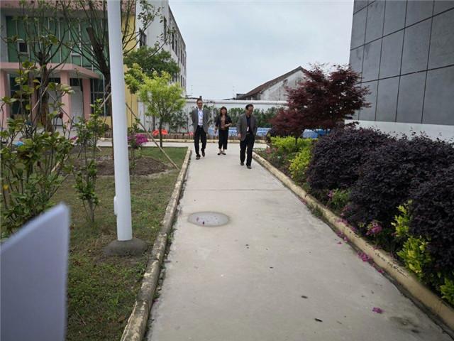 洋口镇教育联络组对光荣幼儿园安全教育及校园周边环境进行检查